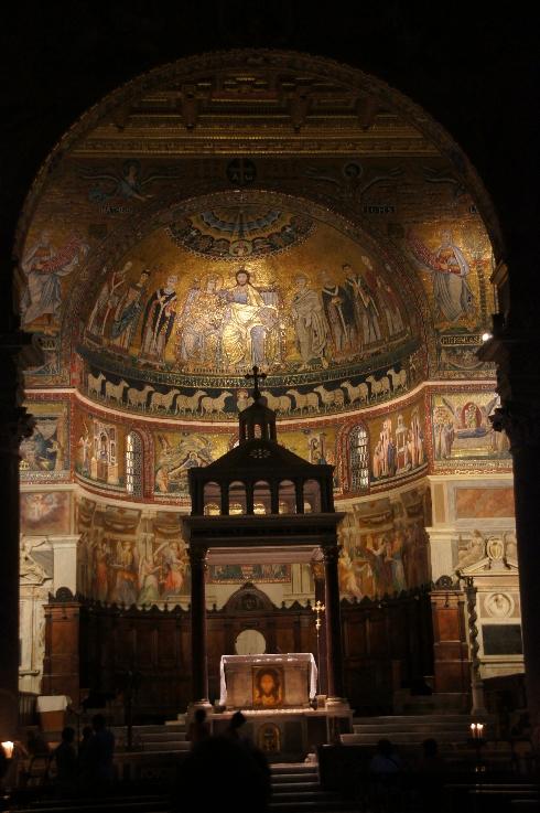 Apsis mmit den originalen Mosaiken von Cavallini aus dem 13. Jhd.