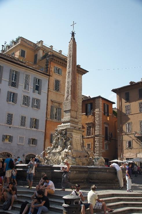 Brunnen mit dem Obelisco Macuteo vor dem Pantheon