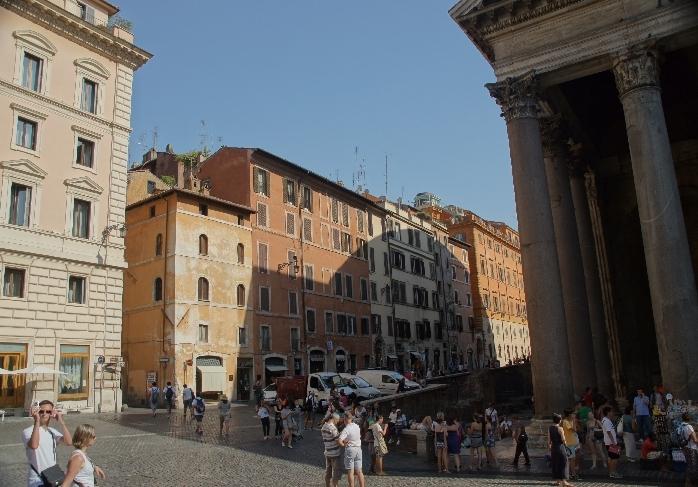 Blick von der Piazza della Rotonda aus