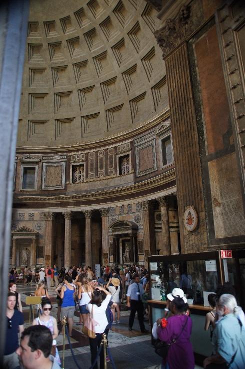 Der römische Beton (opus caementitium) der Kuppel ist aus leichtem, vulkanischen Tuff- und Bimsstein hergestellt