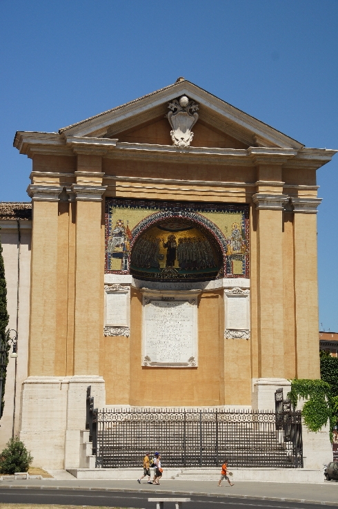 offene Apsis - Speisesaal des alten Papstpalastes