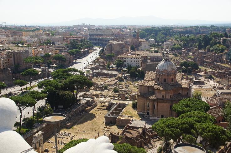Richtung Forum Romanum und Collosseum