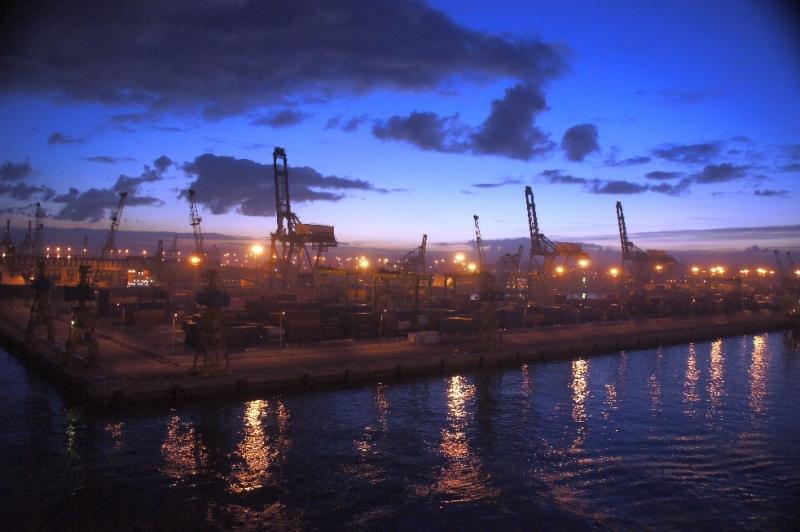 Bei Sonnenaufgang kamen wir im Hafen von Casablanca an