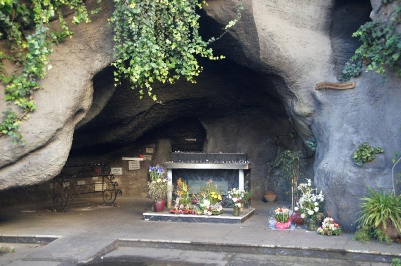 Grotte erinnert an die Grotte in Lourdes