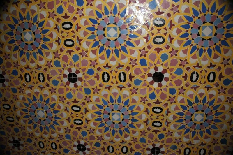 10 000 qm sind mit Mosaikmustern (Zellij) bemalt, die 80 Originalmotive darstellen.