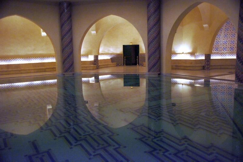 Der Waschsaal befindet sich unter der Gebetshalle und der Hammam darunter.