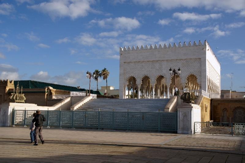Am Rande der Ruinen der Moschee entstand 1967 das Mausoleum von Mohammed V.