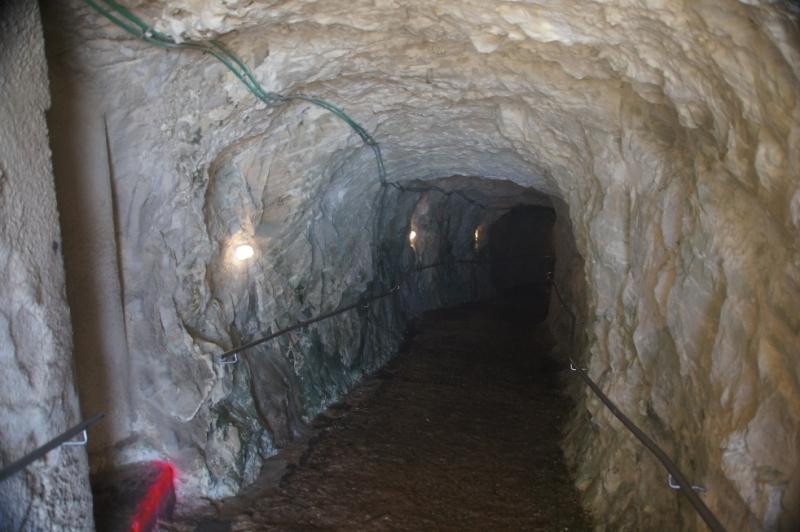 Die Höhlen ins Innere