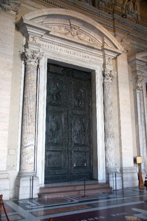 Tür der Filarete geschaffen von dem Florentiner Bildhauer und Architekten Antonio Avelino, genannt Filarete und seiner Werkstatt.