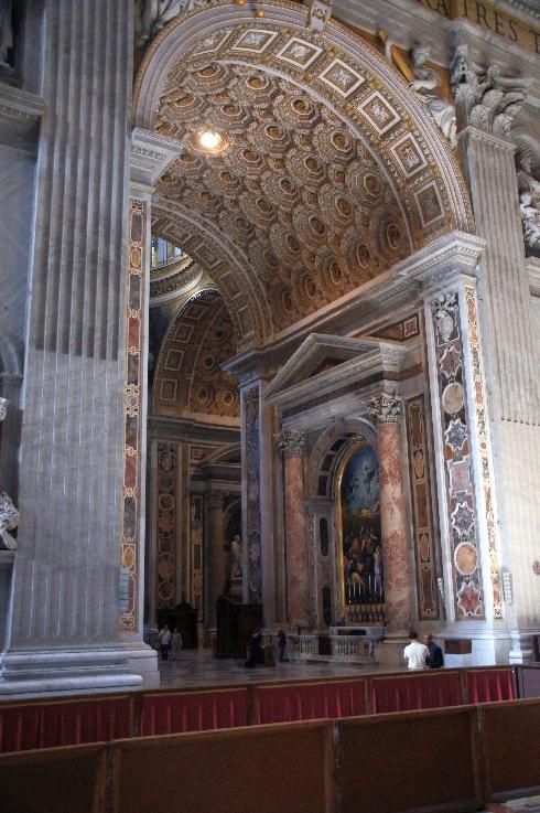 Rechts der Altar der Transfiguration. Geradeaus weiter hinten die gregorianische Kapelle