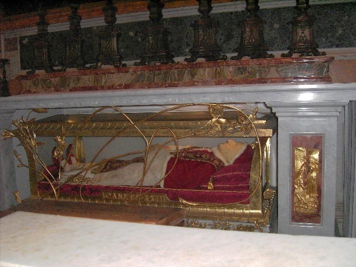 Johannes der XXIII im gläsernen Sarg