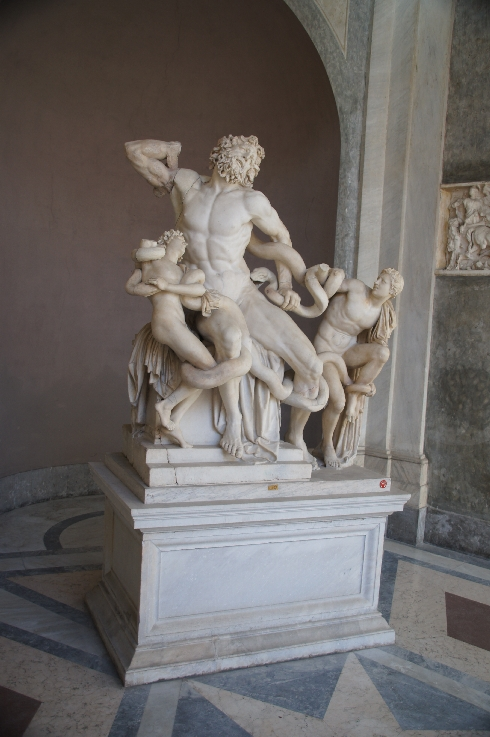Laokoon-Gruppe mit einem tiefen Ausdruck menschlicher Verzweiflung und dem Leiden im Todeskampf. Sie beeinflusste in hohem Maße die Künstler der Renaissance, vor allem Michelangelo.