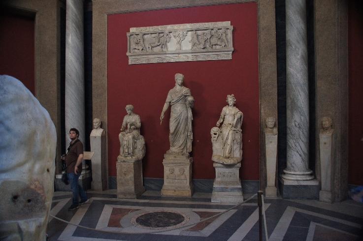 Muse Statuen in den Ruinen der Villa von Claudius gefunden gehören Clio, Muse der Geschichte ... Urania, die Muse der Astronomie ... Thalia, Muse der Komödie.