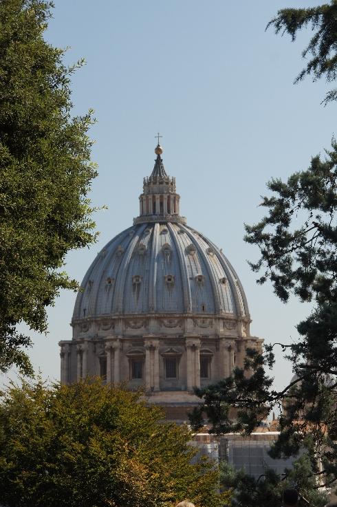 Hier ist ein besonders schöner Punkt, für Fotos mit dem Hintergrund des Petersdoms.