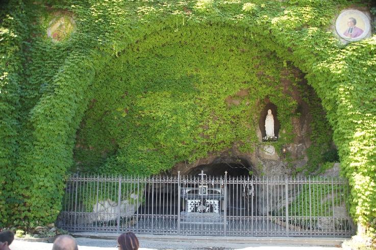 Nachbau der Grotte von Lourdes