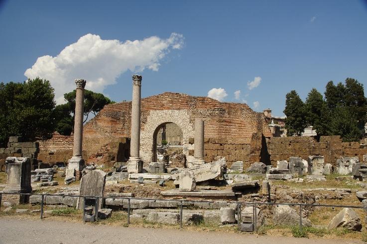 Bis ins 7. Jh. n. Chr. diente die Basilica Aemilia einerseits als Bank für Kapitalbeschaffung und Verkaufsstätte wertvoller Geräte aus Metall, andererseits als Gerichtsstätte für Zivilprozesse.