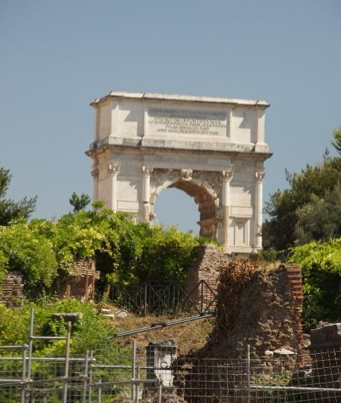 Den Schlussstein des Gewölbes schmücken die Göttin Roma.
