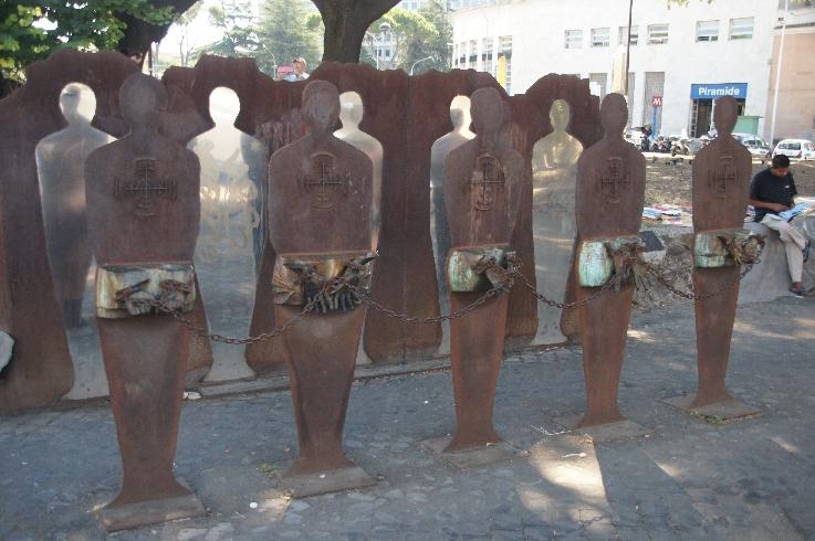 Kunstwerk vor dem U-Bahnhof