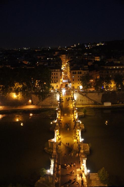 Ansicht der Engelsbrücke bei Nacht