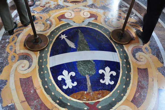 Der Stern zu Bethlehem als Mosaik. Viele Künstler im Mittelalter haben den Stern von Bethlehem als Kometen dargestellt.