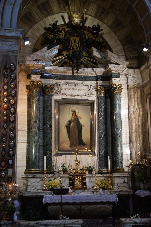 Die Madonna del Miracolo wird hier verehrt.