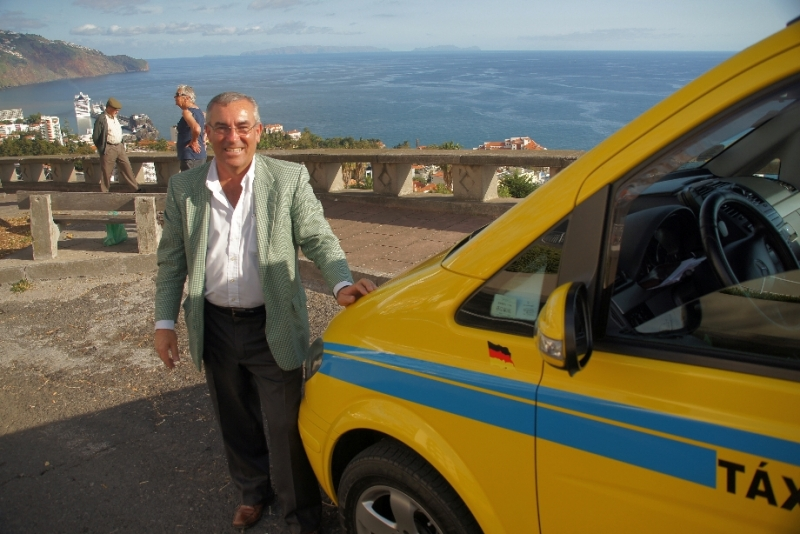 Noch einmal ein Bild von unserem Führer. Er blieb es nicht das einzige Mal. Bereits 2015 waren wir wieder da und ließen uns diesmal den Westen und Nordwesten Madeiras zeigen, der dann völlig anders war.