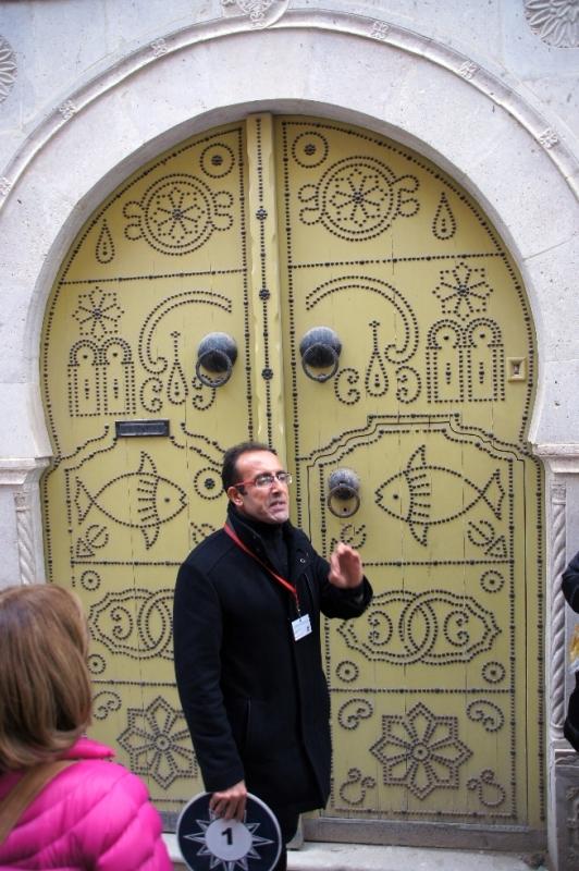 Hier noch ein weiteres Beispiel, der Herr war unser deutschsprachiger Führer in Tunesien