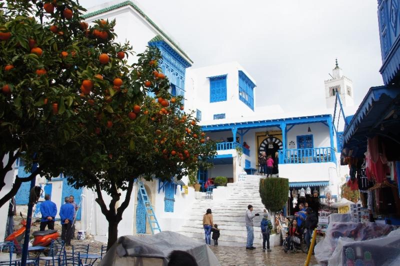 Sidi Bou Said liegt etwa 20 Kilometer von Tunis entfernt an der nordafrikanischen Küste.