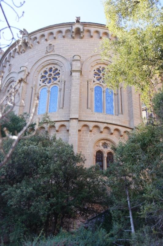 Die Fassade stammt aus den 60er Jahren, die Apsis aus der zweiten Hälfte des 19. Jhs.