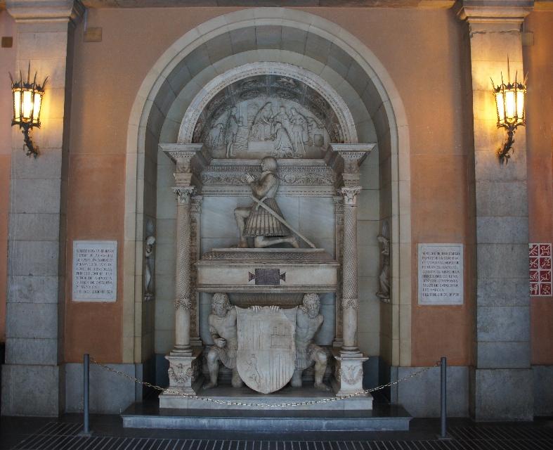Als wir durch eine der 5 Arkaden zum Vorhof der Basilika gingen, sahen wir mehrere Grabdenkmäler. Hier z.B. der 46. Präsident der Generalität von Katalonien. John II von Aragon Ribagorza Joan