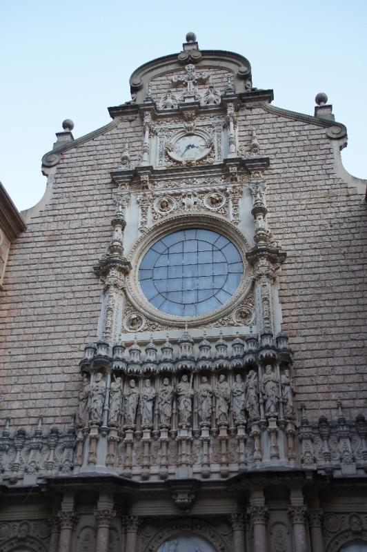 Das Eingangsportal der Klosterkirche Santa Maria de Montserrat.