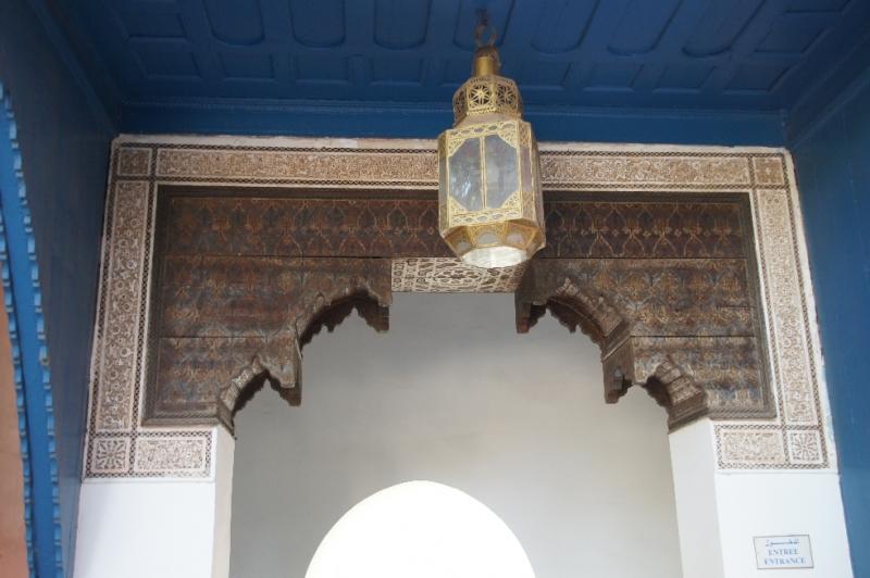 In allen Räumen sind Fayencen, kunstvolle Fliesen aus Marmor, phantasievolle Mosaiken und Arabesken aus Stuck zu sehen.
