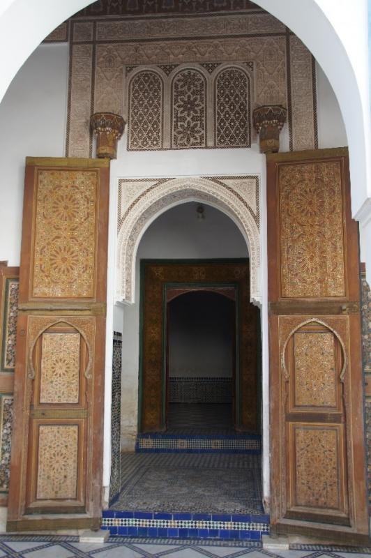Eine der Türen, die in den großen Innenhof führen.