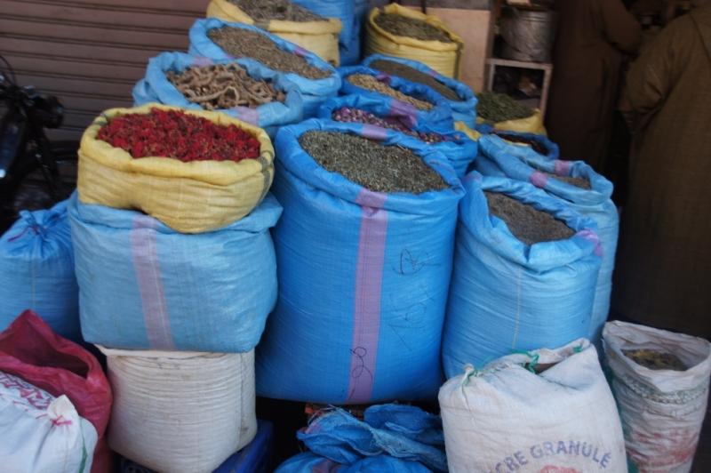 Kräuterstände findet man viel auf dem Markt.