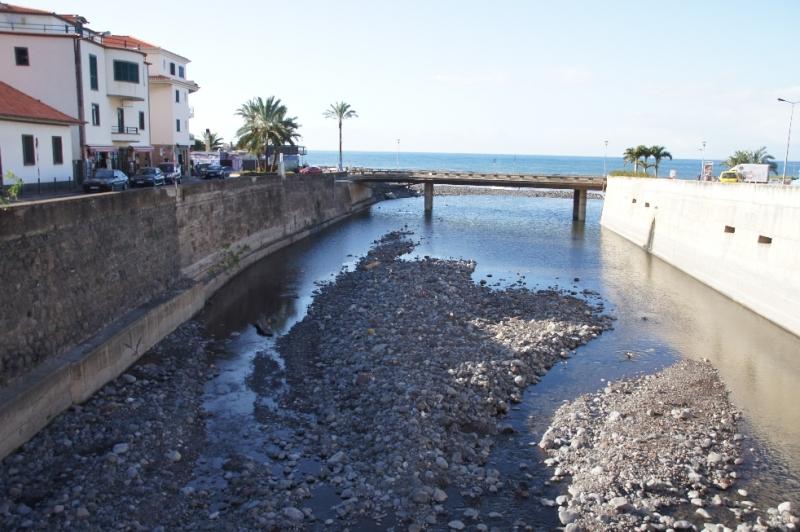 Schöne Aussicht in Ribeira Brava. Der Badeort befindet sich an der südlichen Küste von Madeira.