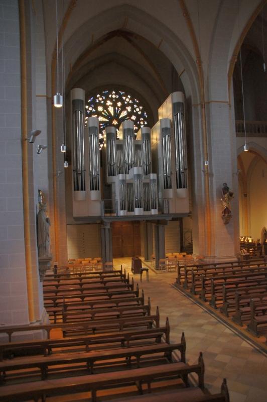 Orgel Johanniskirche und links und rechts Statuen
