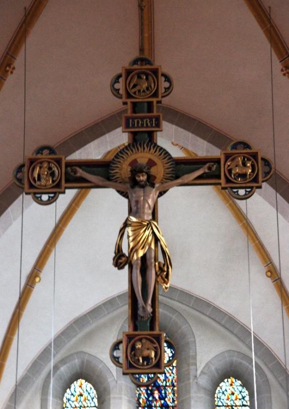Der Begriff Triumphkreuz zeigt auf den Triumph des auferstandenen Christus über den Tod.