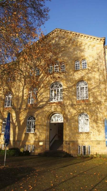 Architekt Wilhelm Richard ist der erste und zugleich wichtigste Stadtbaumeister Osnabrücks gewesen. Er initiierte die erste große Stadterweiterung nach dem Mittelalter und etablierte den Rundbogenstil in Osnabrück, der fortan zahlreiche Gebäude prägte.