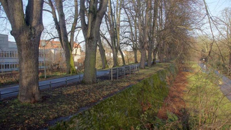 Der Herrenteichswall war Bestandteil der Befestigungsanlage, um Schutz vor feindlichen Truppen aus Richtung Gertrudenberg zu geben.