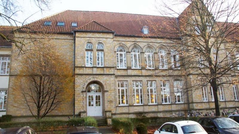 Domschule Osnabrück, erbaut 1891 als Volksschule Domschule des Bischofs. heute wird die katholische Schule als Haupt- und Realschule betrieben.
