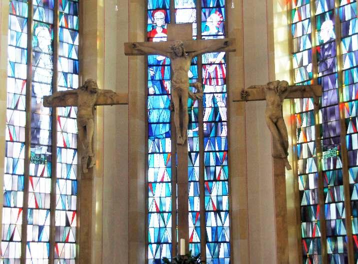 Die spätgotische Kreuzigungsgruppe Evert van Rodens aus dem 16. Jahrhundert wurde 1990 in die Kirche gebracht. Sie befand sich bis dahin an der Gymnasialkirche. Dort wurde sie durch einen Abguss ersetzt.