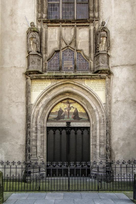 Die Tür mit den Geboten Luthers