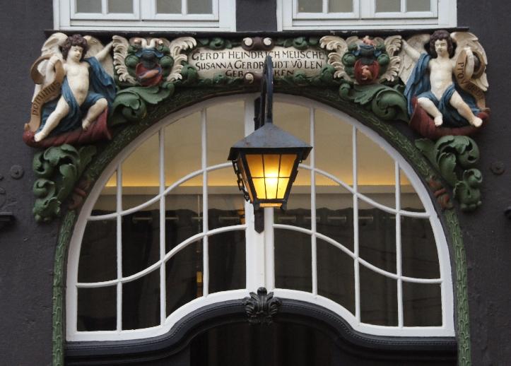 Erbaut von Gerichtsvogt Gerdt Hendrich Meuschen im Jahre 1690.