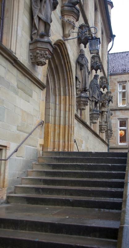 Treppe vom Rathaus, hier findet auch das Steckenpferdreiten statt