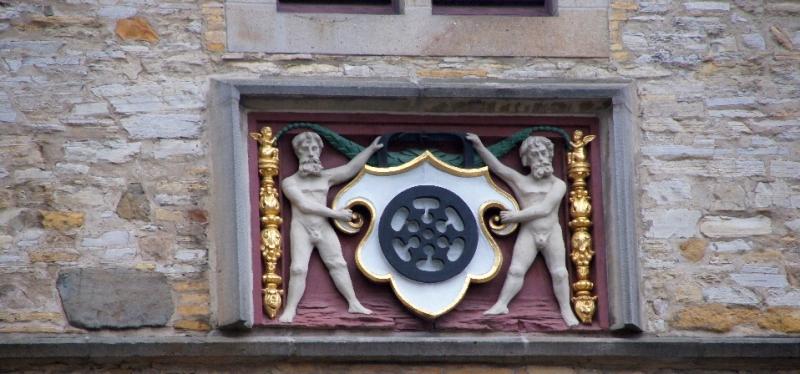 Ornament unter dem Giebel der Stadtwaage.