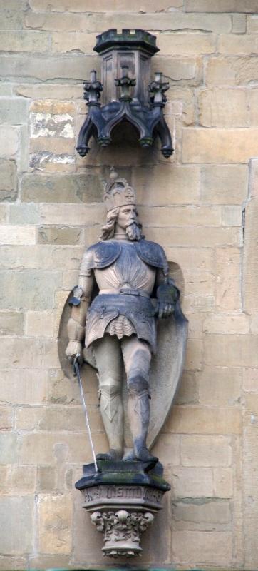 Statue am Osnabrücker Rathaus Kaiser Sigismund