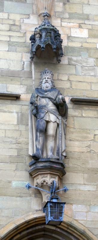 Statue am Osnabrücker Rathaus Karl der Große