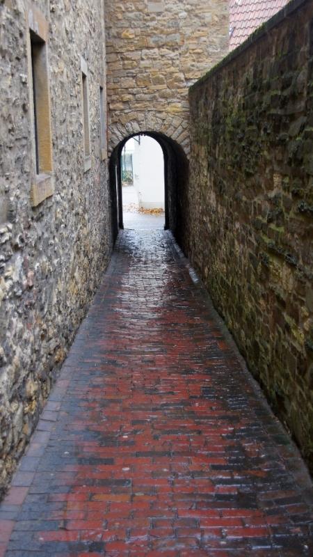 """Ursprünglich hieß die 20 Meter lange und sehr schmale Gasse """"Klapperhagen"""", aber dazu komme ich noch."""
